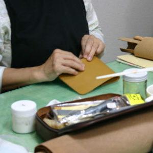 ココロネの革バッグ・革小物作り教室の様子
