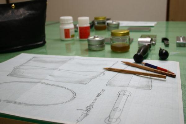 鈴木革バッグデザイン教室の様子